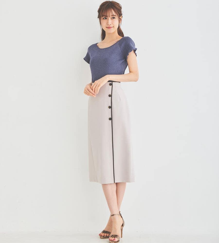 ボタンデザインミディスカート