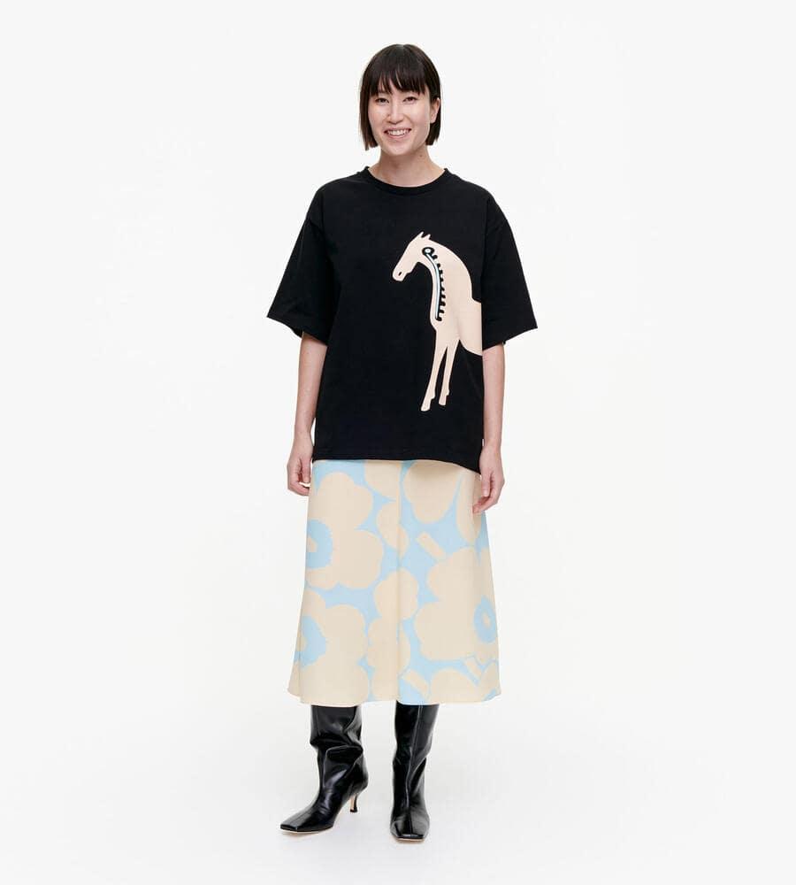 Helmihopea Musta Tamma Tシャツ